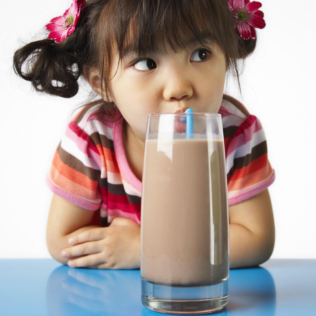 Kenapa Si Kecil Cenderung Menjauh dari Susu Putih?