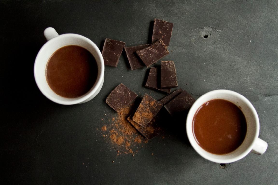 Campuran Susu dan Chocochips untuk Resep Hot Chocolate Nikmat