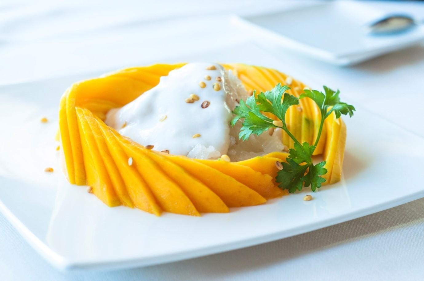 Ganti Santan dengan Susu Segar untuk Resep Mango Sticky Rice Sehat ini Yuk!