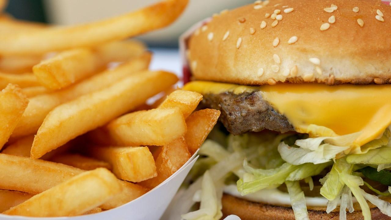 Makanan Asin Picu Osteoporosis?