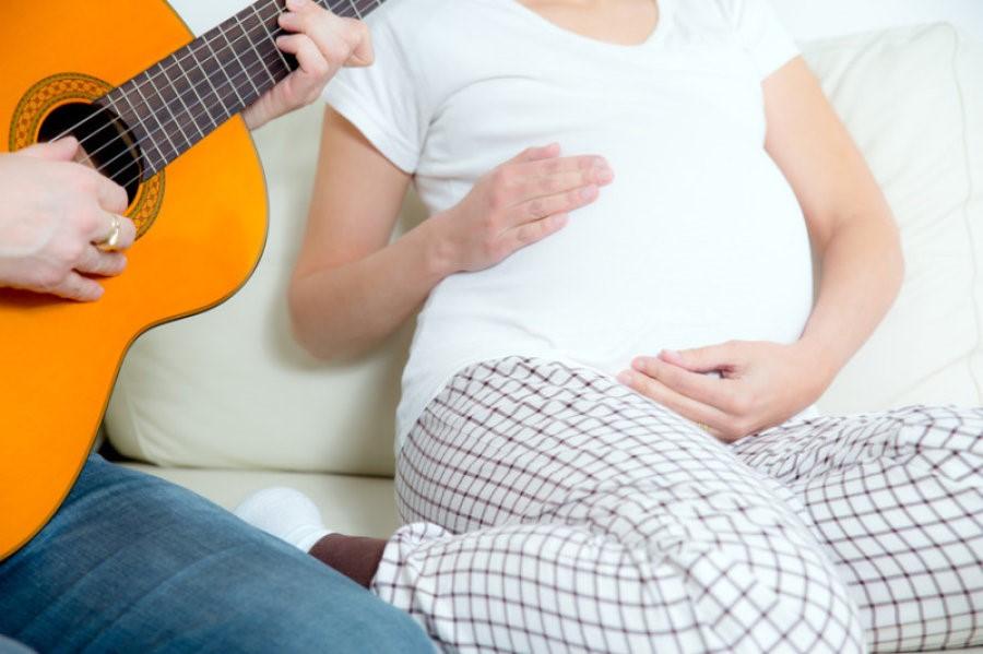 Jenis Musik Apa yang Bisa Mencerdaskan Calon Buah Hati?
