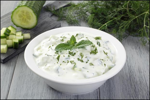 Singkirkan Sel-Sel Mati di Wajahmu dengan Campuran Mentimun & Yogurt