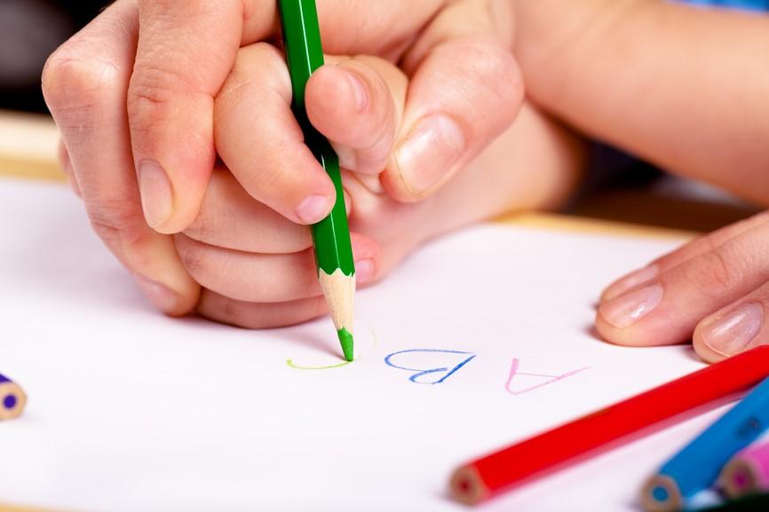 Tips Mengasah Kemampuan Menulis Anak