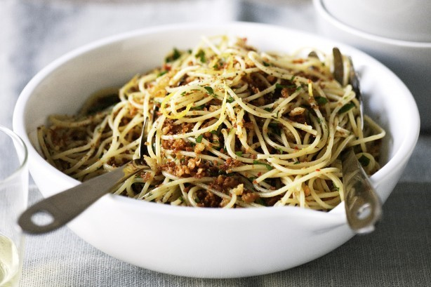 Spaghetti Carbonara with Chilli Crumbs, Mudah, Cepat dan Lezat