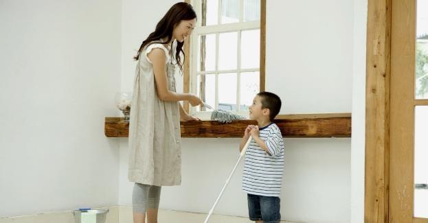 Trik Agar Anak Mau Membantu di Rumah
