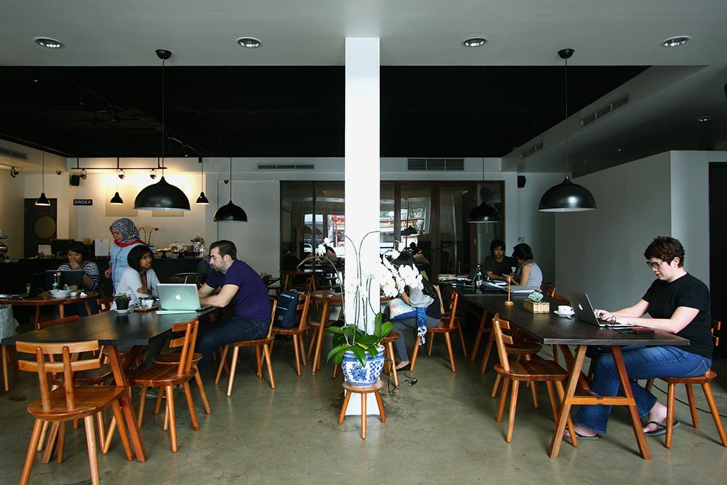 Hilangkan Stres dengan Hangout di Deretan Coffee Shop Ini!