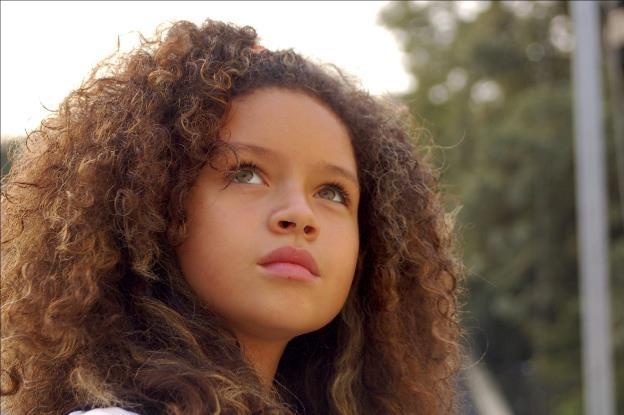 Cuma Anak Perempuan yang Bisa Warisi Gen Wajah Rupawan?