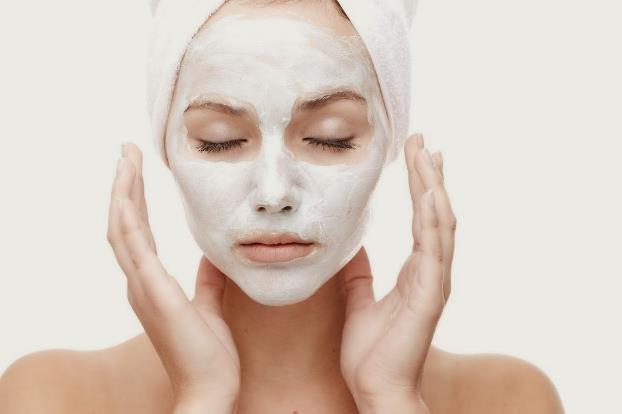 Wajah Cerah dengan Masker Susu dan Air Kelapa