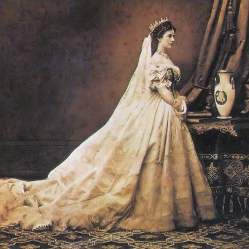 Selain Mandi Susu, Ini Rahasia Cantik Lainnya Ratu Elisabeth dari Austria