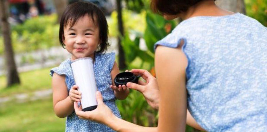 Si Kecil Nggak Mau Minum Susu? Yuk Bujuk dengan Cara Ini!