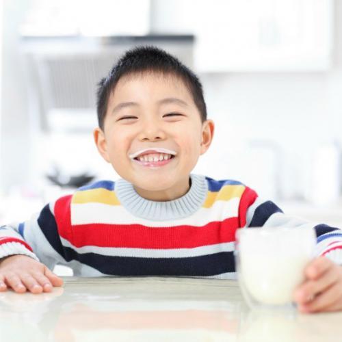 Kurang Konsumsi Susu Bisa Bikin Gigi Keropos Lho!