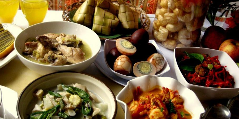 Tips Makan Enak Tapi Tetap Sehat Selama Lebaran