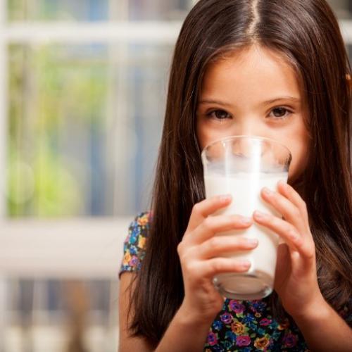 Begini Caranya Agar Anak-Anak Mau Rutin Minum Susu!