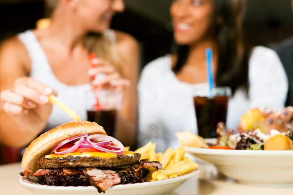 Hindari Makanan Cepat Saji Kunci Utama Menikmati Usia Tua!