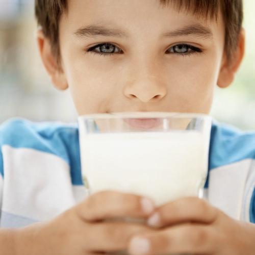Ini Alasan Anak Laki-laki Harus Minum Susu Sapi!