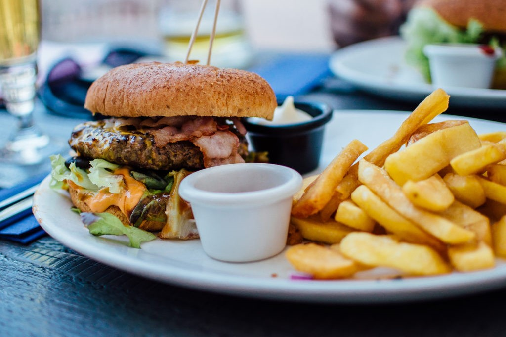 Hindari 8 Jenis Makanan & Minuman Ini Kalau Mau Awet Muda