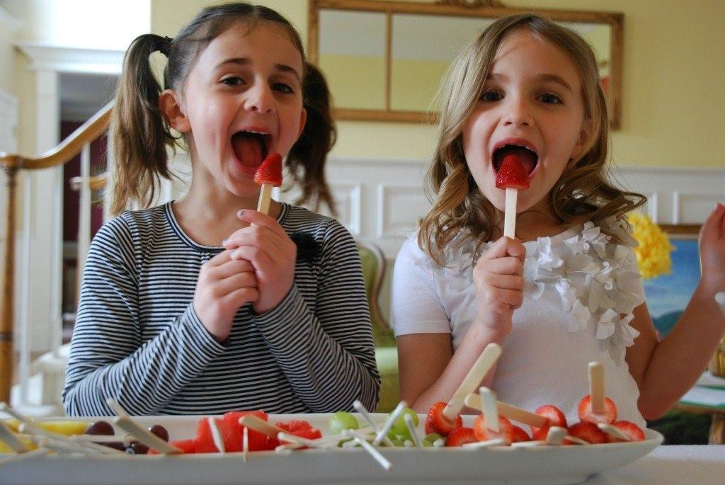 Inilah Manfaat Menyelipkan Buah di Makanan untuk Si Kecil