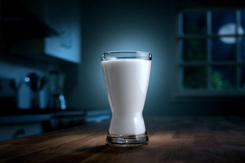 Tidur Nyenyak Dengan Minum Susu Sebelum Tidur? Fakta atau Mitos?