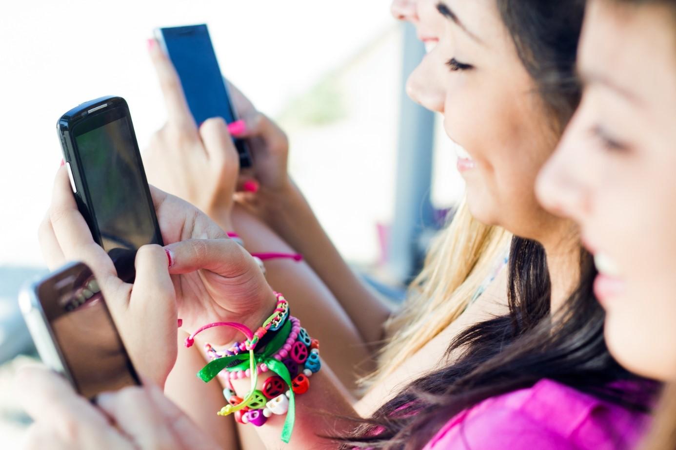 Media Sosial Bikin Orang Jadi Anti Sosial, Benarkah?