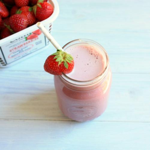Bikin Fresh Strawberry Milk di Rumah Yuk, Milk Lovers!