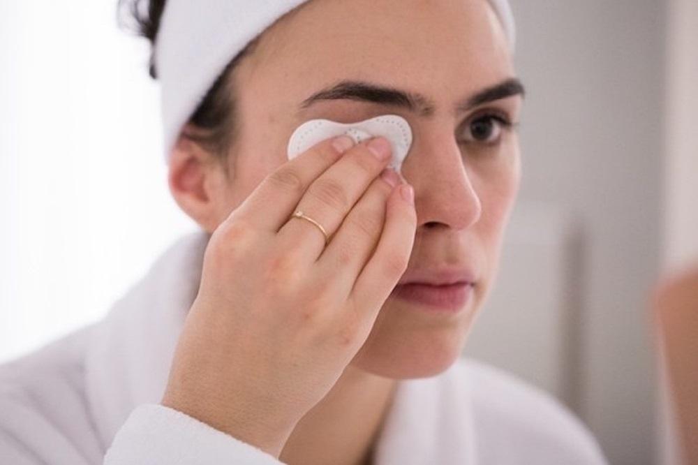 Susu Bisa Jadi Alternatif Makeup Remover Lho!