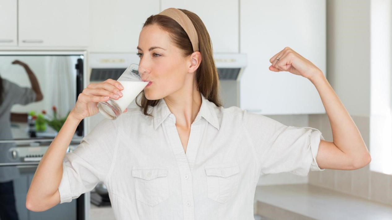 Yuk, Rutin Minum Susu untuk Mencegah Penuaan Dini!
