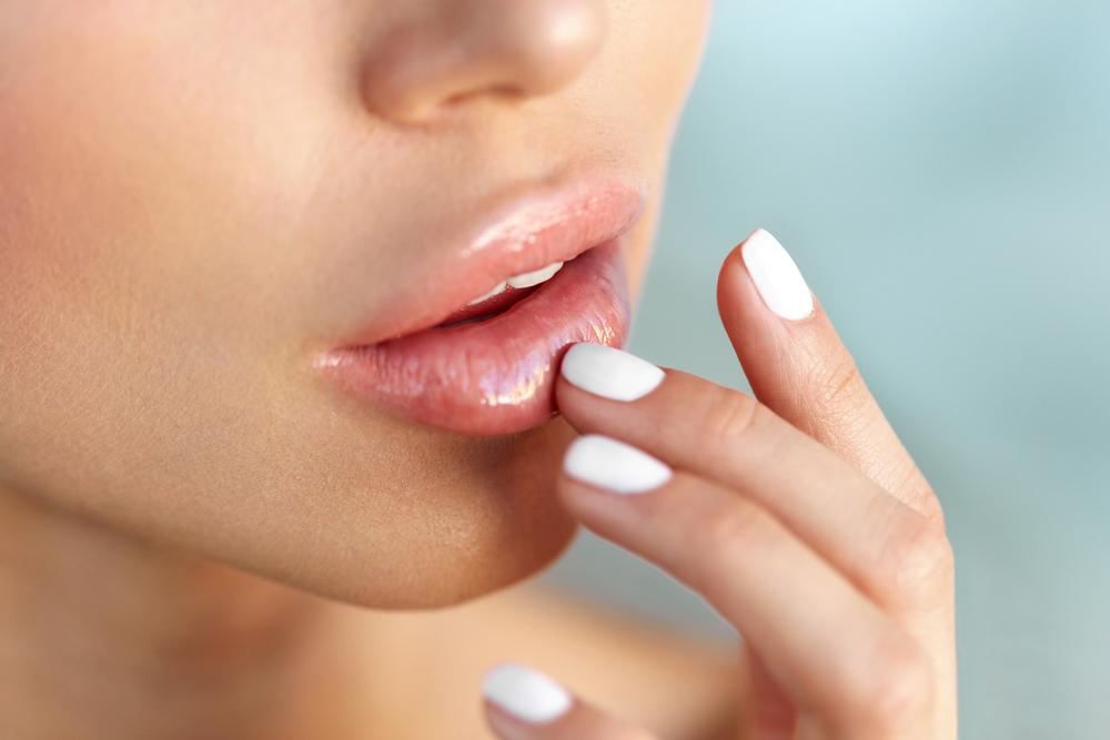 Tips Alami Membuat Bibir Gelap Jadi Merah Muda