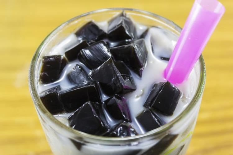 Es Cincau Hitam Susu UHT, Segar dan Sehat!