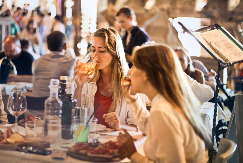 Tidak Mau Mendadak Bete? Hindari Makanan Ini Waktu Makan Siang!