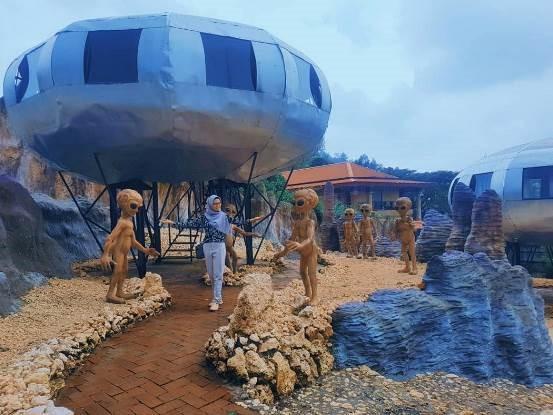 Serunya Ketemuan dengan Alien-Alien di UFO Park, Malang!