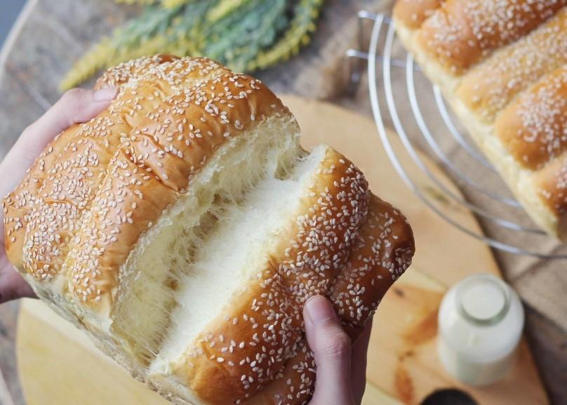 Resep Roti Sobek Pakai Susu Full Cream. Coba Bikin Yuk, Milk Lovers!
