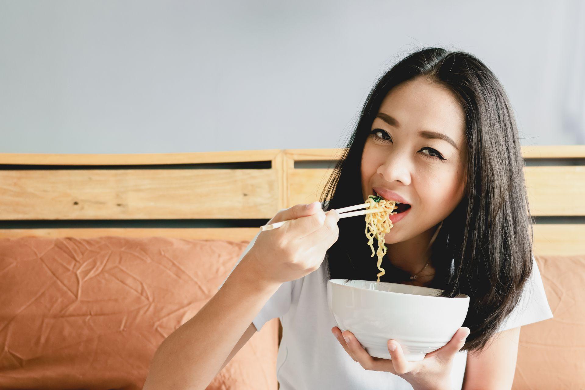 Hobi Makan Mie Instan? Begini Cara Aman Mengonsumsinya