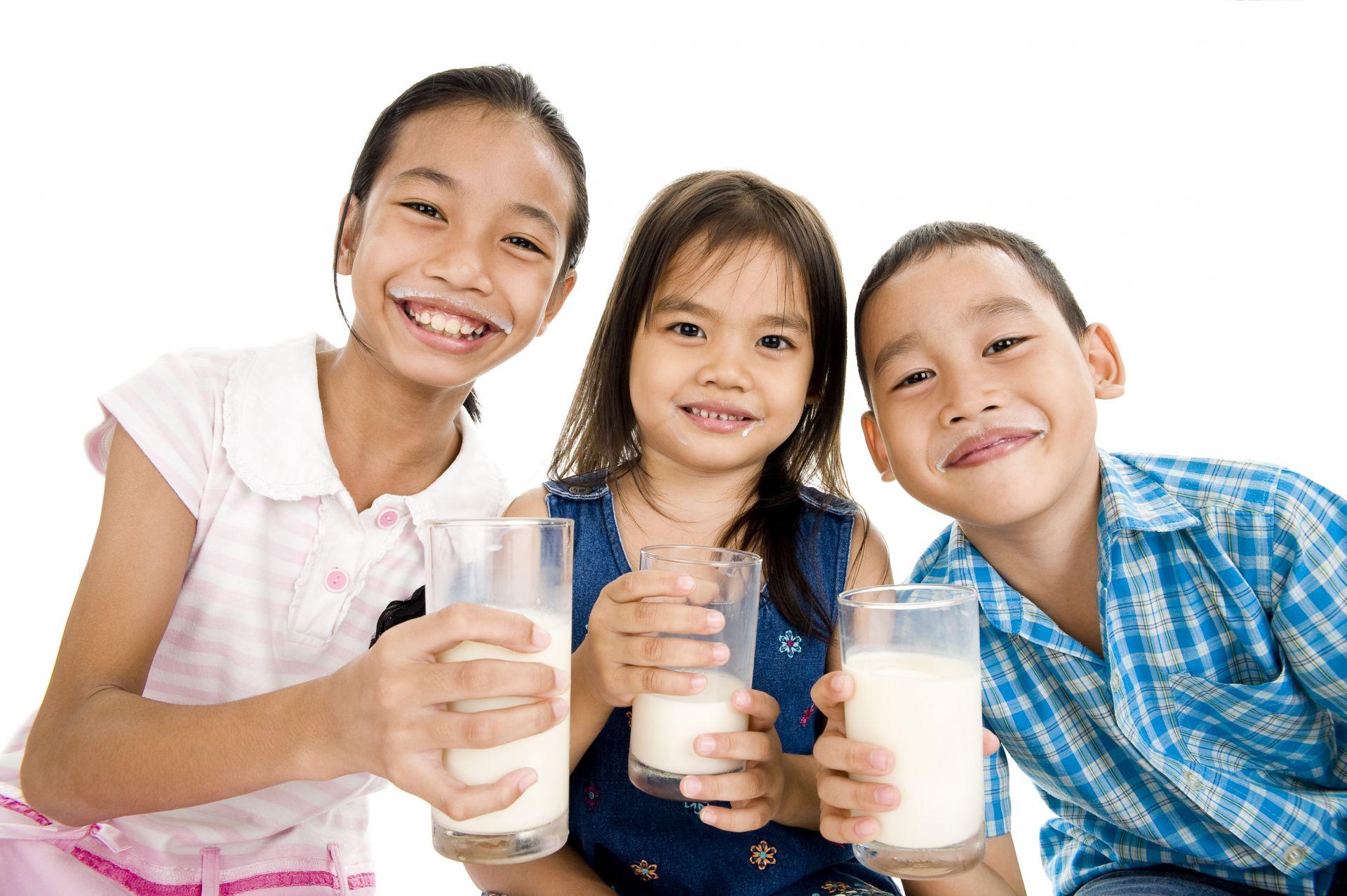 Tips Efektif agar Si Kecil Mau Minum Susu